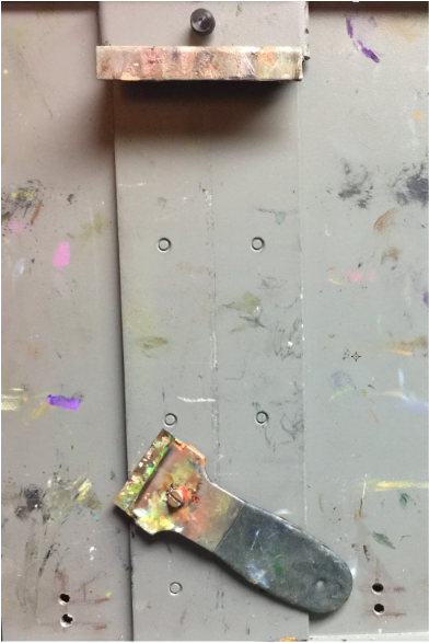 A magnetic plate behind my portable Strada easel makes my scraper (and some palette knives) easy to find.